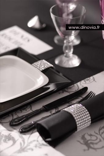 décoration de table noire et blanche